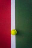 Balle de tennis Photographie stock libre de droits