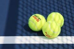 Balle de tennis de Wilson d'US Open chez Billie Jean King National Tennis Center à New York Photo stock