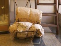 Ballen Baumwolle eingewickelt im Papier in einem Museum Stockfotografie