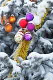 Ballen en de decoratie van klatergoudkerstmis Stock Foto's