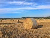 Ballen Heu in Toskana lizenzfreie stockfotografie
