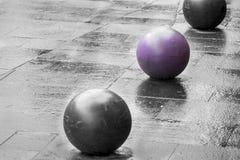 Ballen op de bestrating Stock Foto's