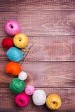 Ballen van gekleurd garen Stock Foto