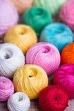 Ballen van gekleurd garen Royalty-vrije Stock Foto's