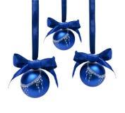 Ballen van Hungings de blauwe die Kerstmis op een wit worden geïsoleerd Stock Afbeelding