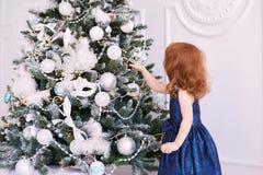 ballerina λίγα Άσπρη ανασκόπηση μπλε φόρεμα maike οικολογικός ξύλινος διακοσμήσεων Χριστουγέννων Στοκ Εικόνες