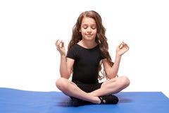 ballerina λίγα Πρακτική γιόγκας Θέση Lotus Στοκ εικόνες με δικαίωμα ελεύθερης χρήσης