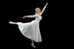ballerina που φορά το λευκό Στοκ Φωτογραφίες