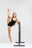 Ballerina στη μαύρη εξάρτηση Στοκ εικόνα με δικαίωμα ελεύθερης χρήσης