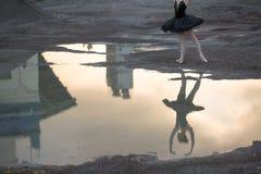 Ballerina στο αμμοχάλικο στοκ εικόνες