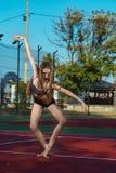 Ballerina στο γήπεδο αντισφαίρισης Στοκ εικόνα με δικαίωμα ελεύθερης χρήσης