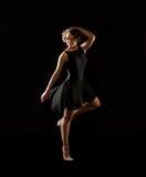 Ballerina στο μαύρο υπόβαθρο στοκ φωτογραφία