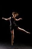 Ballerina στο μαύρο υπόβαθρο στοκ εικόνες
