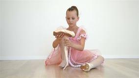 Ballerina στο ρόδινο φόρεμα απόθεμα βίντεο