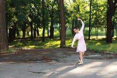 Ballerina all'aperto fotografie stock libere da diritti