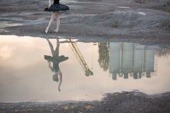 Ballerina auf Kies Lizenzfreies Stockbild