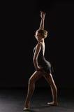 Ballerina auf schwarzem Hintergrund lizenzfreie stockbilder