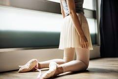 Ballerina-Balancen-Ballett-Tanz-künstlerisches Ausführend-Konzept lizenzfreies stockfoto