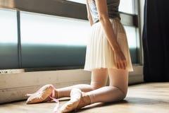 Ballerina-Balancen-Ballett-Tanz-künstlerisches Ausführend-Konzept lizenzfreie stockfotos