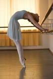 Ballerina in balletklasse Royalty-vrije Stock Afbeeldingen