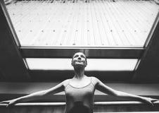Ballerina-Ballett-Tanz-Praxis-Unschuldig-Konzept lizenzfreie stockfotos