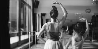 Ballerina-Ballett-Tanz-Praxis-Unschuldig-Konzept Stockbild