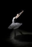 Ballerina binnen   de studio Stock Fotografie