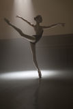 Ballerina in body nero fotografie stock libere da diritti
