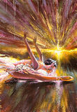 Ballerina che sale contro il sole venente Immagini Stock Libere da Diritti