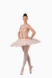 Ballerina che si leva in piedi sulle sue punte dei piedi Fotografia Stock