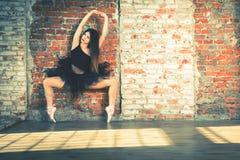 Ballerina dansen binnen, wijnoogst Gezond levensstijlballet royalty-vrije stock foto's