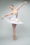 Ballerina in de studio Royalty-vrije Stock Afbeelding