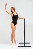 Ballerina in der schwarzen Ausstattung Stockbild