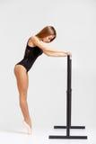 Ballerina in der schwarzen Ausstattung Stockbilder