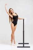 Ballerina in der schwarzen Ausstattung Lizenzfreie Stockbilder