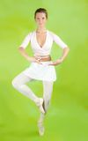 Ballerina, die einen Tanz durchführt lizenzfreie stockfotografie