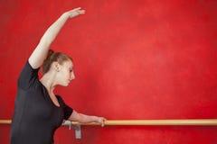 Ballerina die Haar Dansbewegingen uitoefenen bij Staaf Royalty-vrije Stock Foto