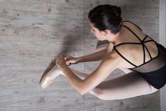 Ballerina, die sich vorbereitet Stockfotos