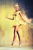 Ballerina in einem Feuer Stockfotos