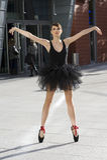 Ballerina esterna sulla posa del pointe Fotografia Stock Libera da Diritti