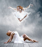 Ballerina im Kleid von Milch Stockbild