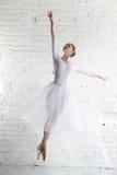 Ballerina im Weiß Lizenzfreies Stockfoto