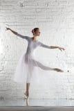Ballerina im Weiß Lizenzfreie Stockfotografie