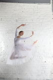 Ballerina im Weiß Stockbilder