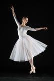 Ballerina im Weiß Stockfotos