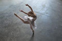 Ballerina inomhus arkivfoton