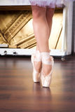 Ballerina legs in pointes on dancing hall Stock Photos