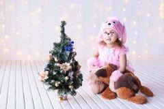 ballerina little Träd för nytt år för gran, bokeh Hunddräkt Arkivfoton
