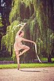 Ballerina nel parco Fotografia Stock