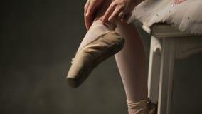 Ballerina nello studio di balletto video d archivio